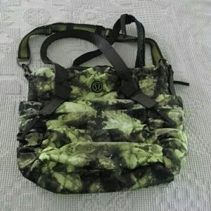 Lululemon Triumphant Green Tree frog camo gym bag